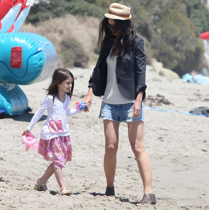 Katie Holmes and Suri Cruise wear heels in the sand