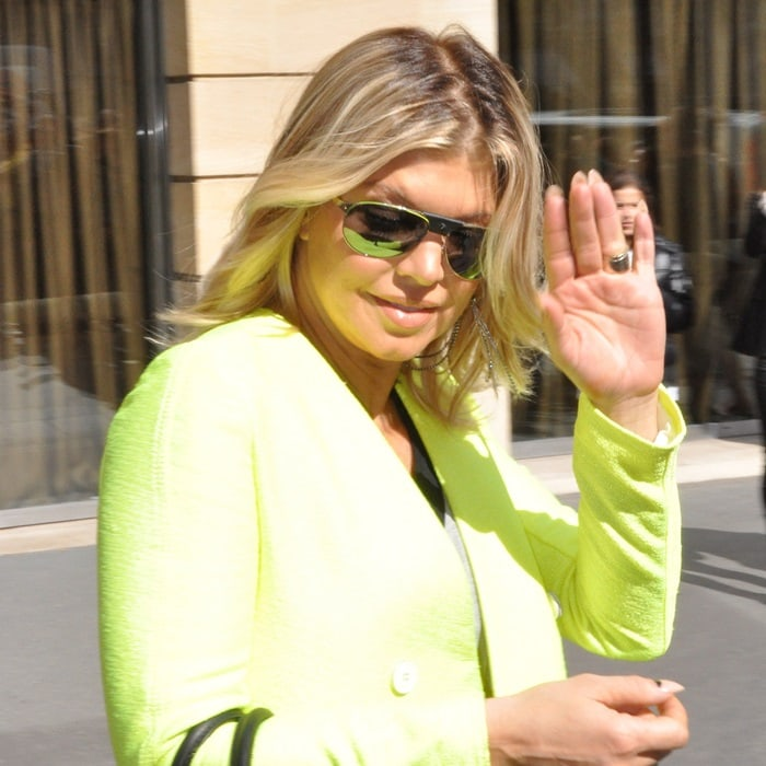 Fergie's sun-glaring collarless jacket