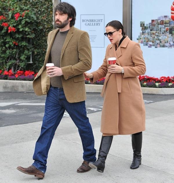 Jennifer Garner kept warm in an Isabella Oliver maternity coat