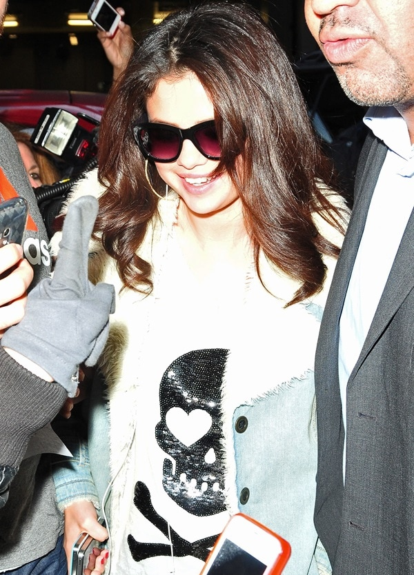 Selena Gomez surrounded by fans and paparazzi outside her Manhattan hotel, New York City, New York, on November 11, 2012
