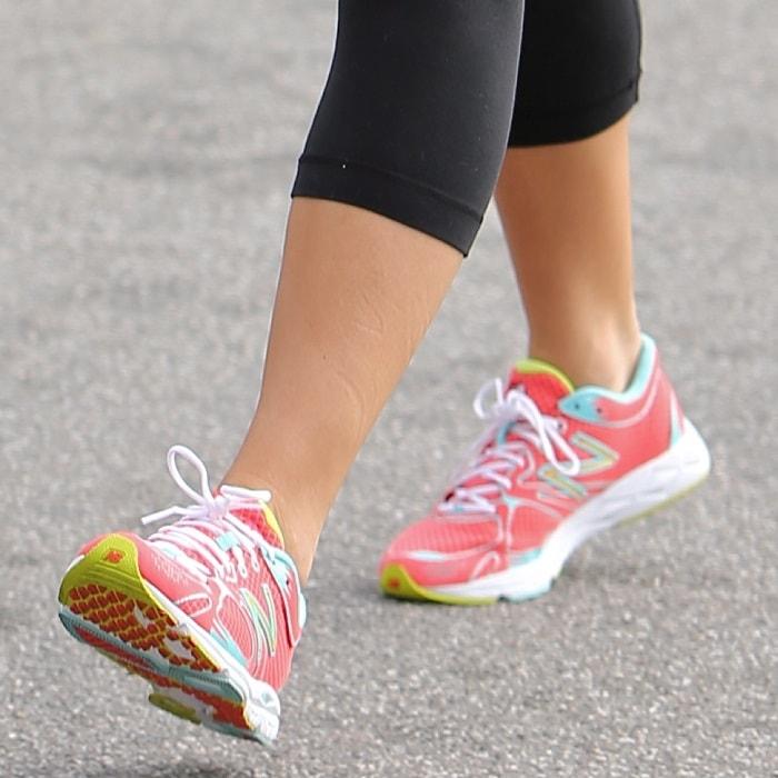 Jenna Dewan Tatum showing off her bright pink New Balance sneakers