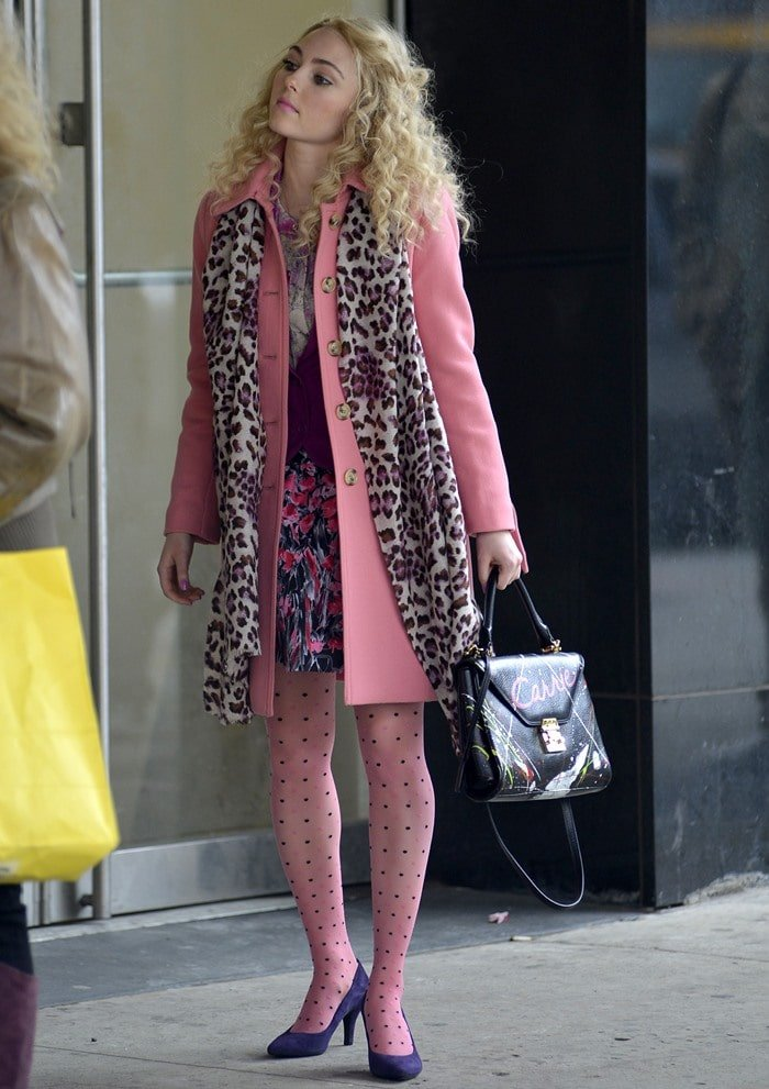 Things are picking up at the new TV show, 'Carrie Diaries', the prequel to 'Sex and the City'. Only four episodes in, and the show has already featured some fantabulous outfits on the young Carrie Bradshaw