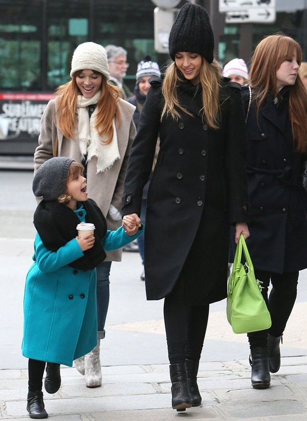 Pretty girl Honor Warren spending the day shopping with her mom, Jessica Alba, in Paris on March 2, 2013