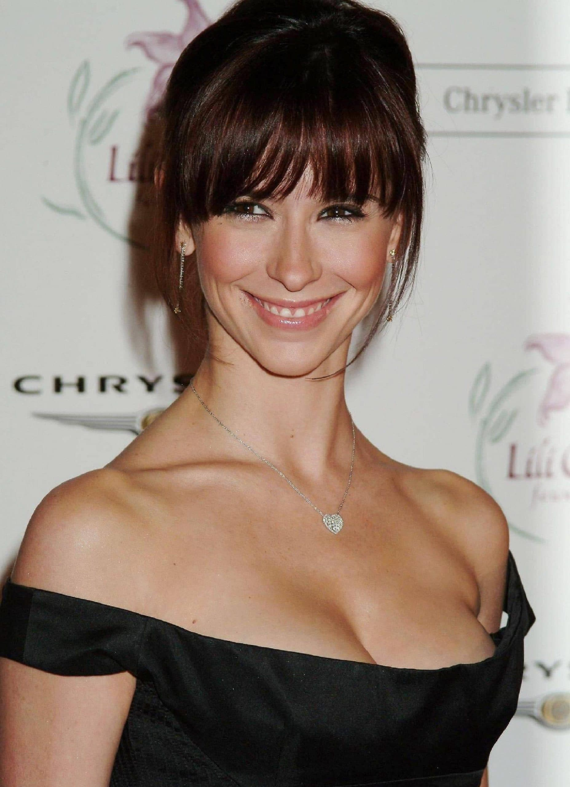 Jennifer Love Hewitt would like to get her 36C cup size breasts insured for $5 million