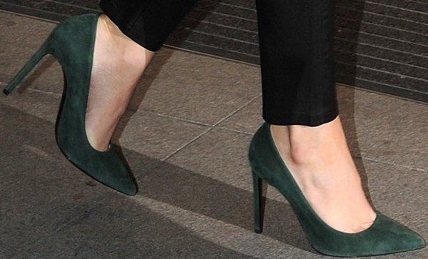 Khloe Kardashian leaves her hotel