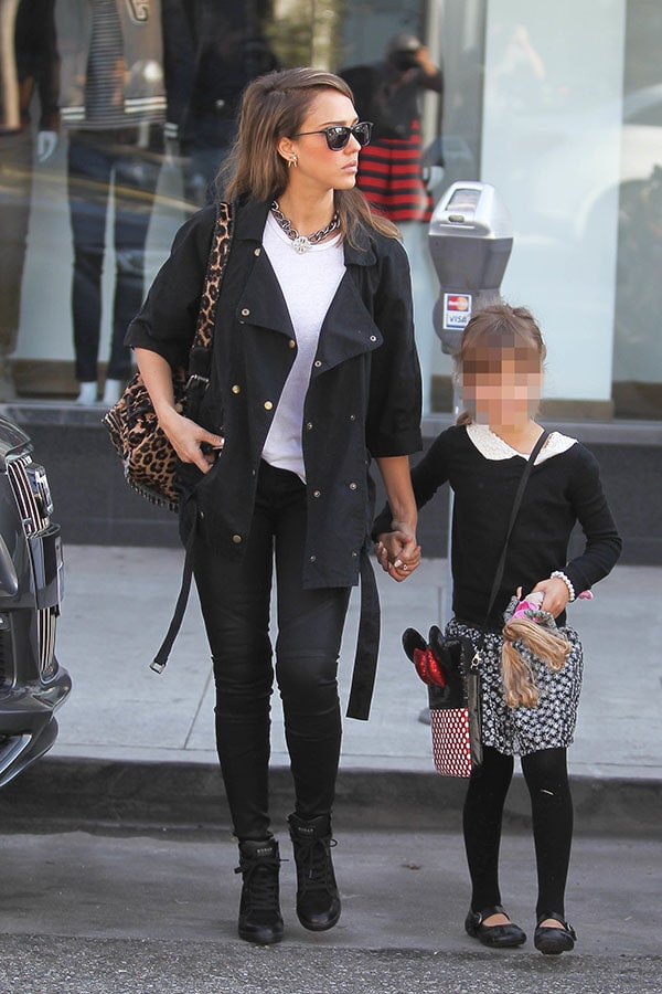 Jessica Alba Leaves M Cafe
