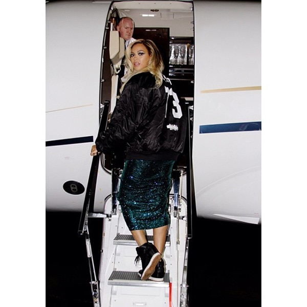 Beyonce boarding a plane for 2014 Brit Awards