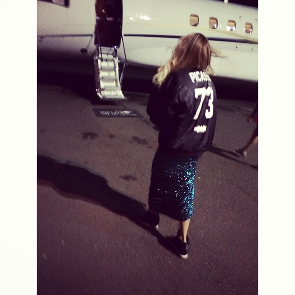 Beyonce boarding a plane for 2014 Brit Awards1