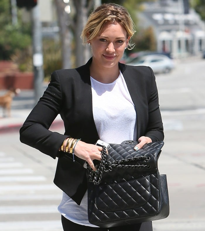 Hilary Duff leaving Zinque cafe