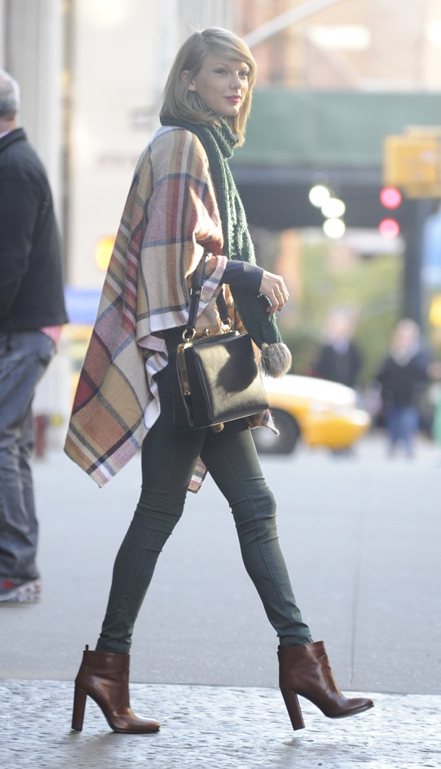 Taylor Swift leaving her New York apartment