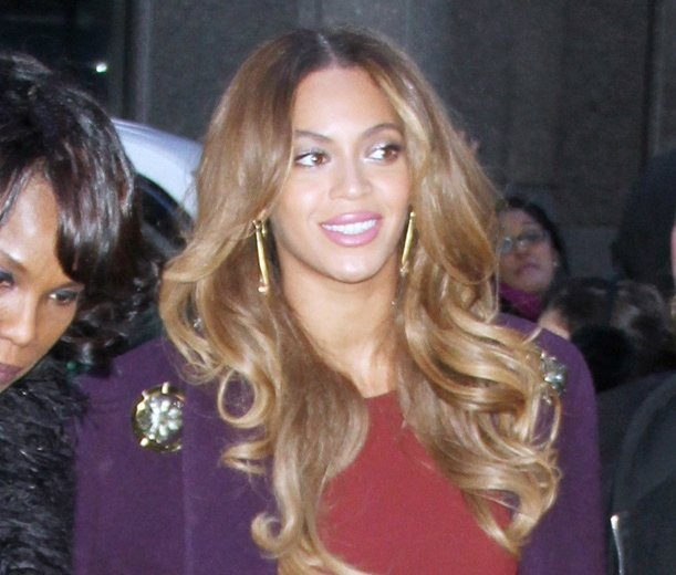 Beyonce rocking a purple coat from 5:31 Jerome