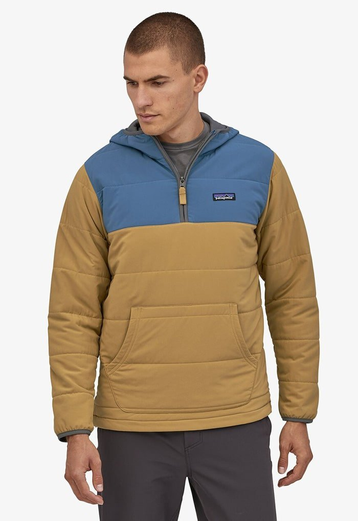 The Pack In Pullover hoodie can be worn all-year round thanks to its lightweight and breathable material